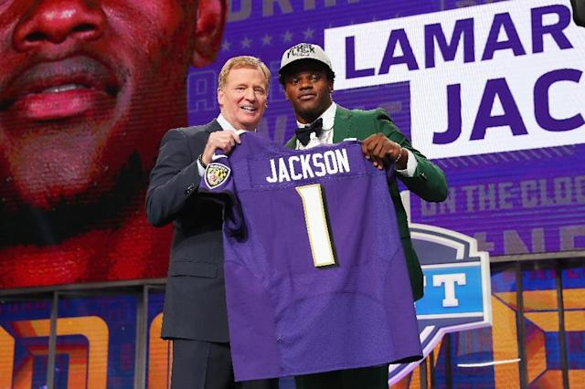 Lamar Jackson, pictured with NFL Commissioner Roger Goodell at the draft in April 2018, will report to the Baltimore Ravens camp on July 11, the earliest arrival date for any players among the league's 32 clubs (AFP Photo/TOM PENNINGTON)