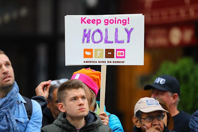 <p>People hold up a placard to support a friend running in the 2017 New York City Marathon, Nov. 5, 2017. (Photo: Gordon Donovan/Yahoo News) </p>