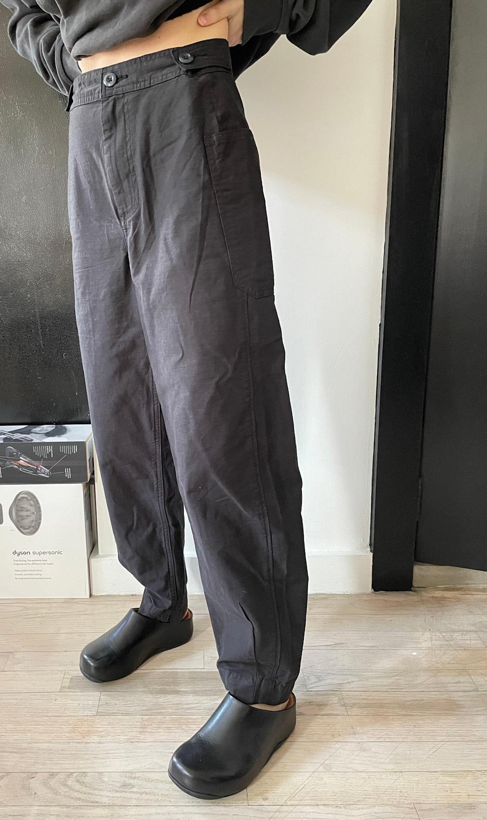 "<h2>Everlane The Fatigue Barrel Pant</h2><br>""I love wearing lightweight pants in the warmer months and I've been looking for a black pair, so when I saw Everlane drop these new barrel pants made of cotton and linen, I picked them right up. I was pleasantly surprised that they fit perfectly, no cuff rolling or hemming required!"" <em>– Kate Spencer, Creative & Updates Editor</em><br><br><em>Shop <strong><a href=""https://www.everlane.com/products/womens-fatigue-barrel-pant-black"" rel=""nofollow noopener"" target=""_blank"" data-ylk=""slk:Everlane"" class=""link rapid-noclick-resp"">Everlane</a></strong></em><br><br><strong>Everlane</strong> The Fatigue Barrel Pant, $, available at <a href=""https://go.skimresources.com/?id=30283X879131&url=https%3A%2F%2Fwww.everlane.com%2Fproducts%2Fwomens-fatigue-barrel-pant-black"" rel=""nofollow noopener"" target=""_blank"" data-ylk=""slk:Everlane"" class=""link rapid-noclick-resp"">Everlane</a>"