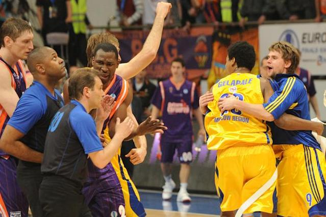 BC Khimki's Egor Vyaltsev (R), Mickeal Gelabale (2nd R) and team mates celebrate winning the Eurocup final basketball match between BC Khimki and Valencia in Khimki, outside Moscow on April 15, 2012. BC Khimki won 77-68. AFP PHOTO / KIRILL KUDRYAVTSEV