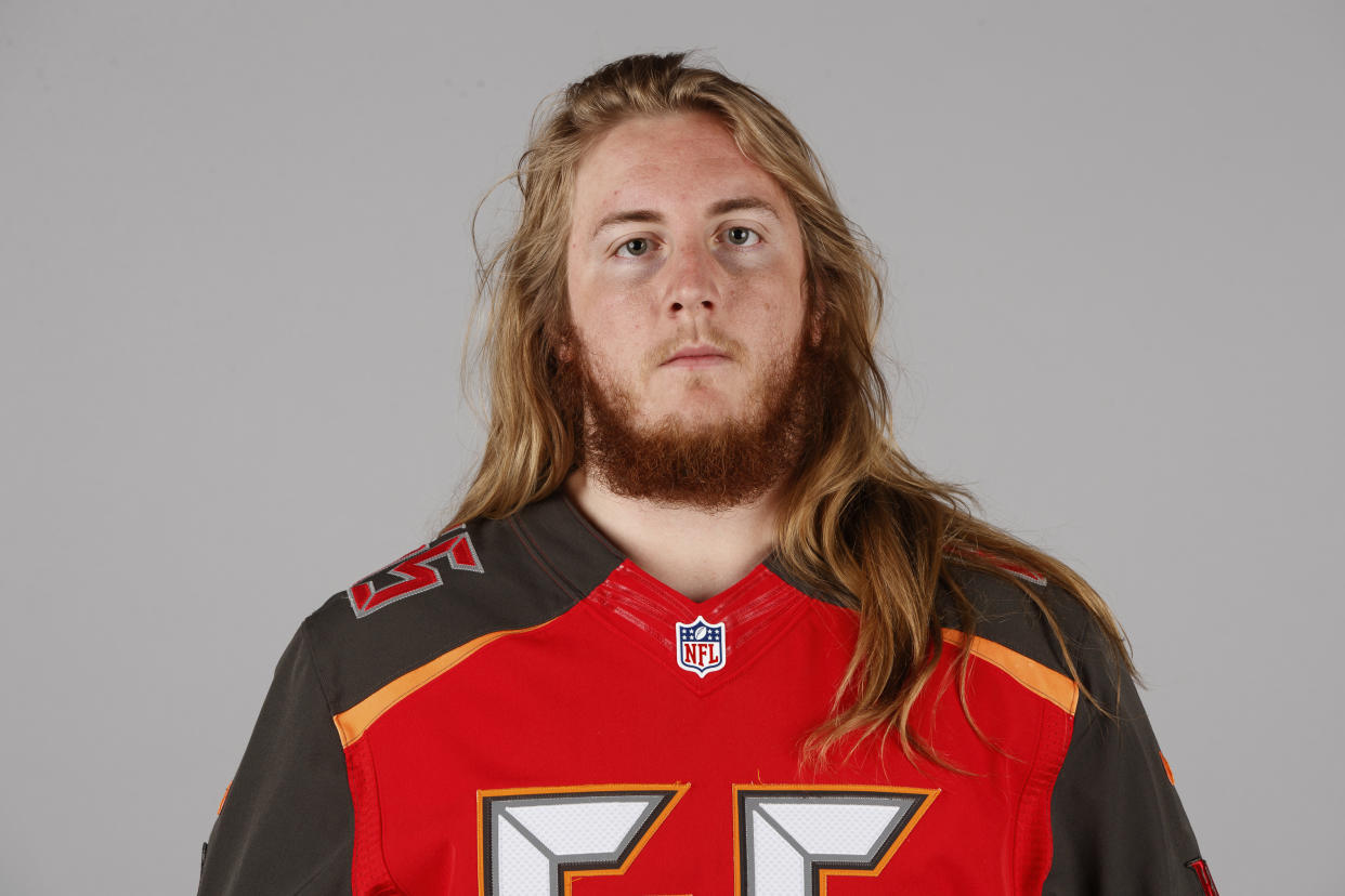 RG Alex Cappa of the Tampa Bay Buccaneers played through a broken arm on Sunday. (AP)