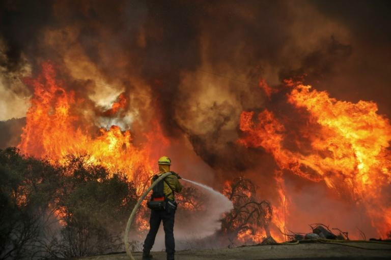 Helicopters rescue over 200 trapped in California wildfire