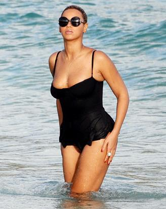 Beyonce Knowles enjoying her Caribbean vacation in a sexy one piece suit. The singer is on vacation in St. Barts with her husband Jay-Z (not shown)