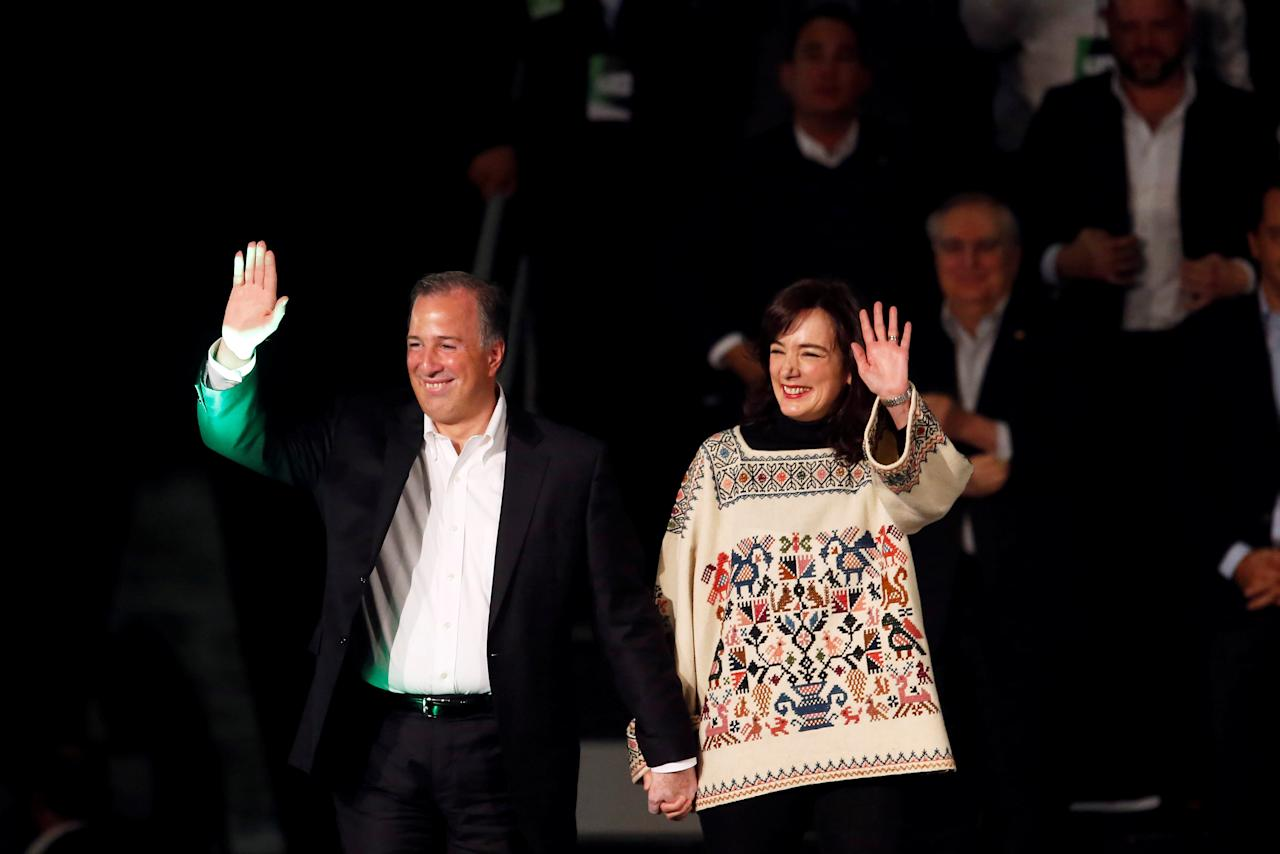 Jose Antonio Meade, former Mexico Finance Minister, and pre-candidate for Institutional Revolutionary Party (PRI), accompanied by his wife Juana Cuevas gestures during his registration as a pre-candidate for The Ecological Green Party of Mexico (PVEM) in Mexico City, Mexico December 11, 2017. REUTERS/Carlos Jasso