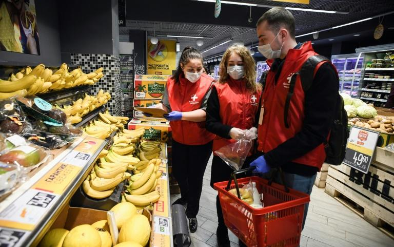 Elderly Russians will still have to pay for their shopping, but the delivery by volunteers is free