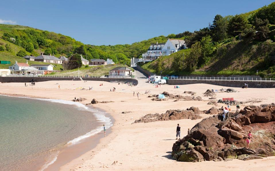 The beach at Greve de Leq on the north coast of Jersey - David Clapp/Stone RF