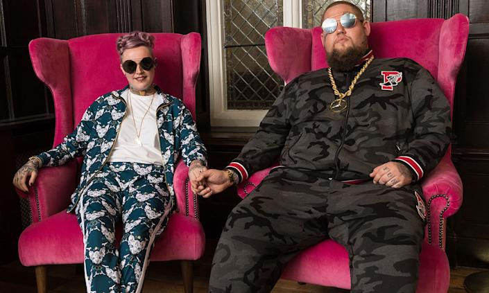 """Just six months after they got married <a href=""""https://uk.news.yahoo.com/ragnbone-man-ditches-suit-tracksuit-marries-fiancee-beth-094200561.html"""" data-ylk=""""slk:wearing tracksuits;outcm:mb_qualified_link;_E:mb_qualified_link;ct:story;"""" class=""""link rapid-noclick-resp yahoo-link"""">wearing tracksuits</a>, musician Rag 'n' Bone Man and Beth Rouy were said to have split in November. Their pair, who share one son, had been together for 10 years. (Dave J Hogan/Getty Images)"""