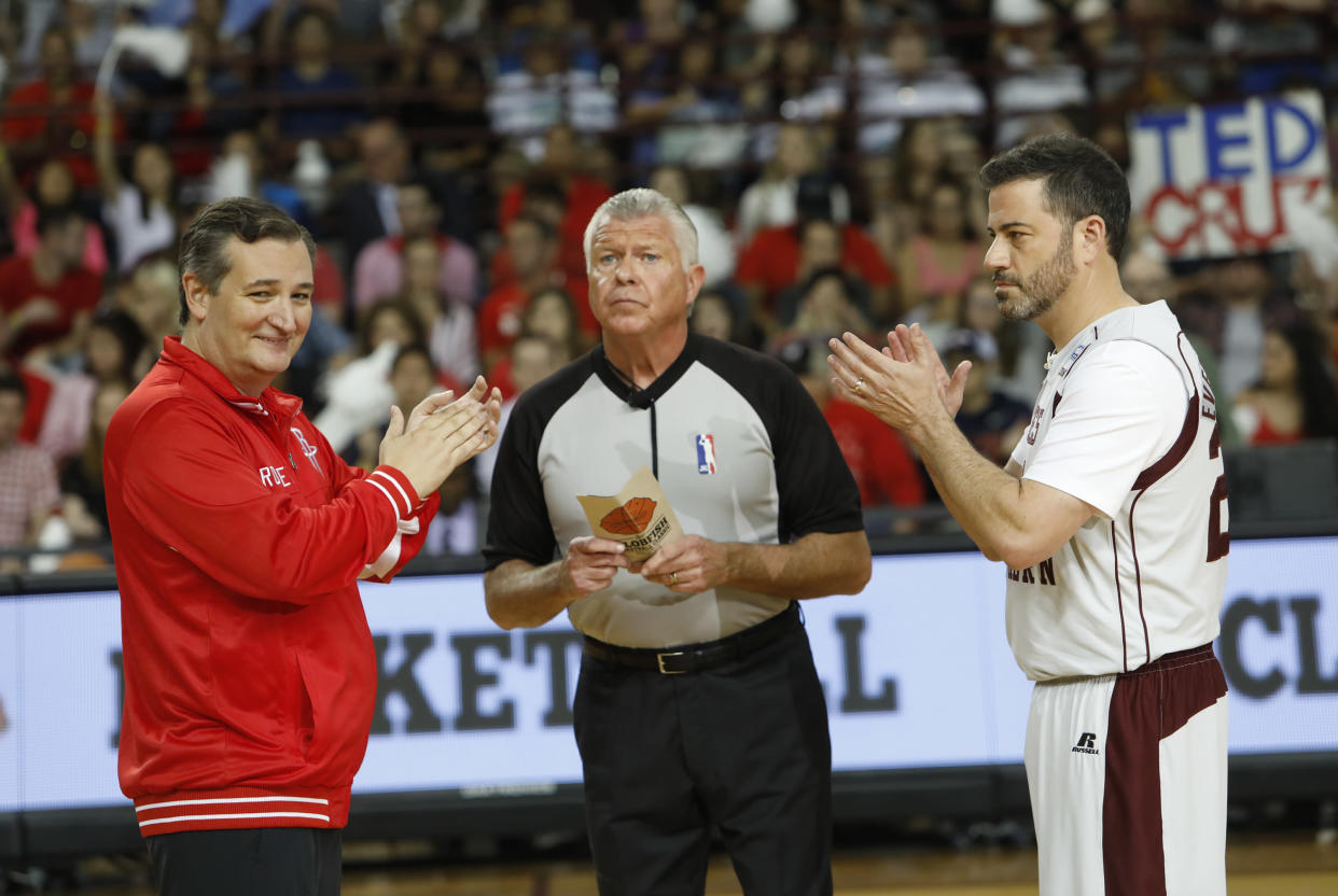 """Cruz and Kimmel face off in the """"Blobfish Basketball Classic."""" (Photo: Randy Holmes/ABC via Getty Images)"""