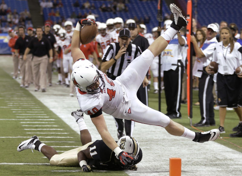 Ball State tight end Dylan Curry (40) is upended by Central Florida linebacker Jonathan Davis (11) during the first quarter of the Beef 'O' Brady's Bowl NCAA college football game Friday, Dec. 21, 2012, in St Petersburg, Fla. (AP Photo/Chris O'Meara)