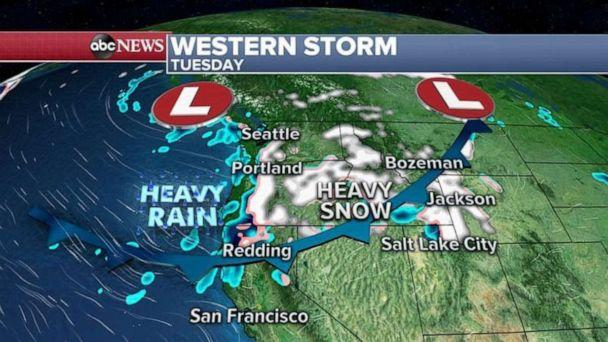 PHOTO: Heavy snow falling in the Cascades this morning  (ABC News)
