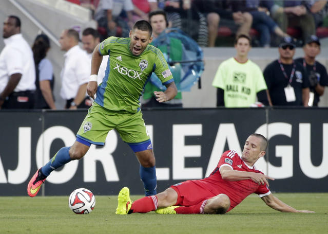 Seattle Sounders forward Clint Dempsey, left, is defended by San Jose Earthquakes midfielder Sam Cronin during the first half of an MLS soccer match Saturday, Aug. 2, 2014, in Santa Clara, Calif. (AP Photo/Marcio Jose Sanchez)