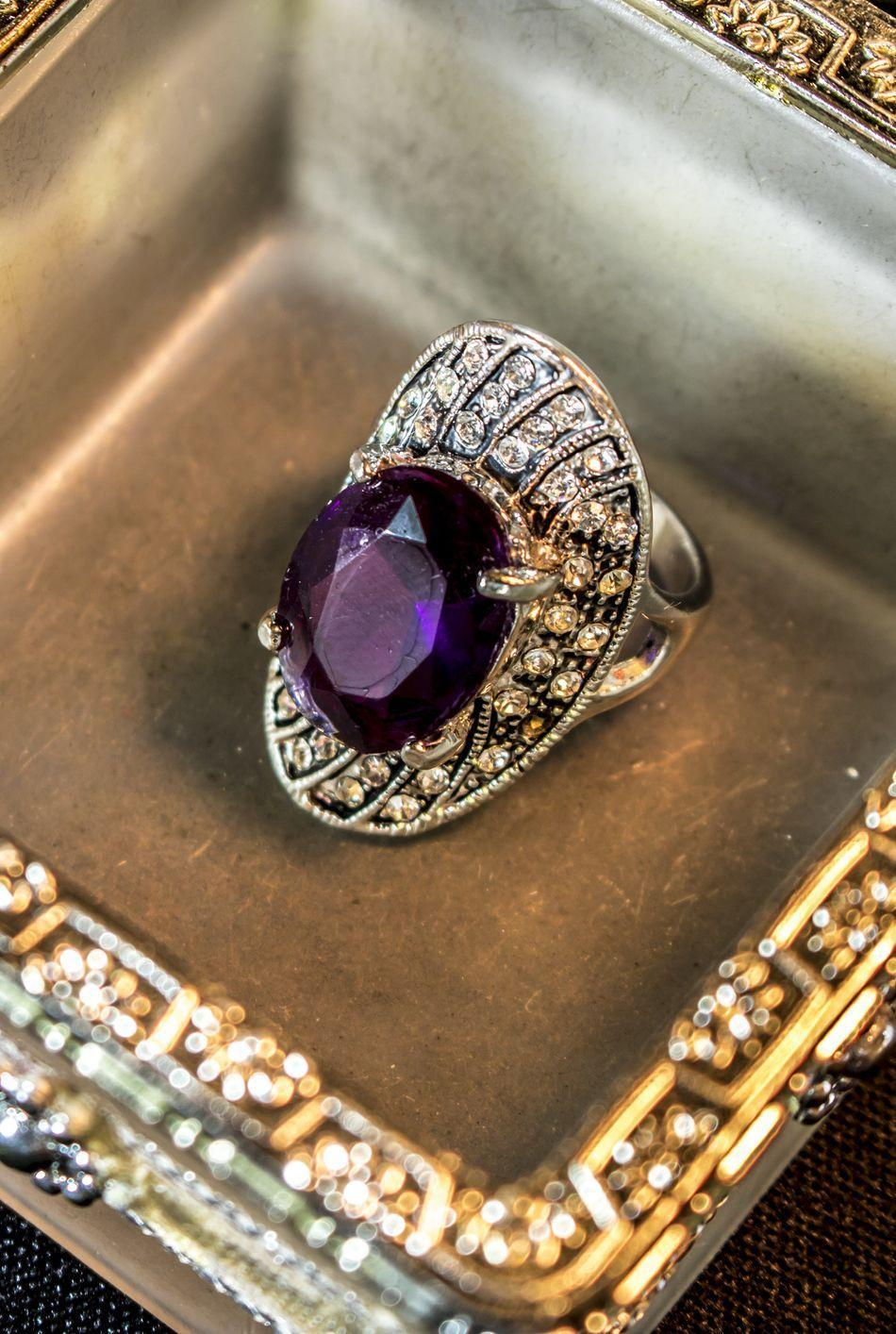 <p>Due to art deco jewelry featuring a mix of diamonds with colored gemstones, it became common for an engagement ring's center stone to be fitted with a sapphire, emerald or ruby instead of a diamond. </p>