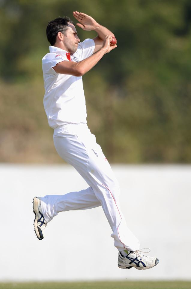 AHMEDABAD, INDIA - NOVEMBER 09:  Graham Onions of England bowls during day two of the tour match between England and Haryana at Sardar Patel Stadium ground B on November 9, 2012 in Ahmedabad, India.  (Photo by Gareth Copley/Getty Images)