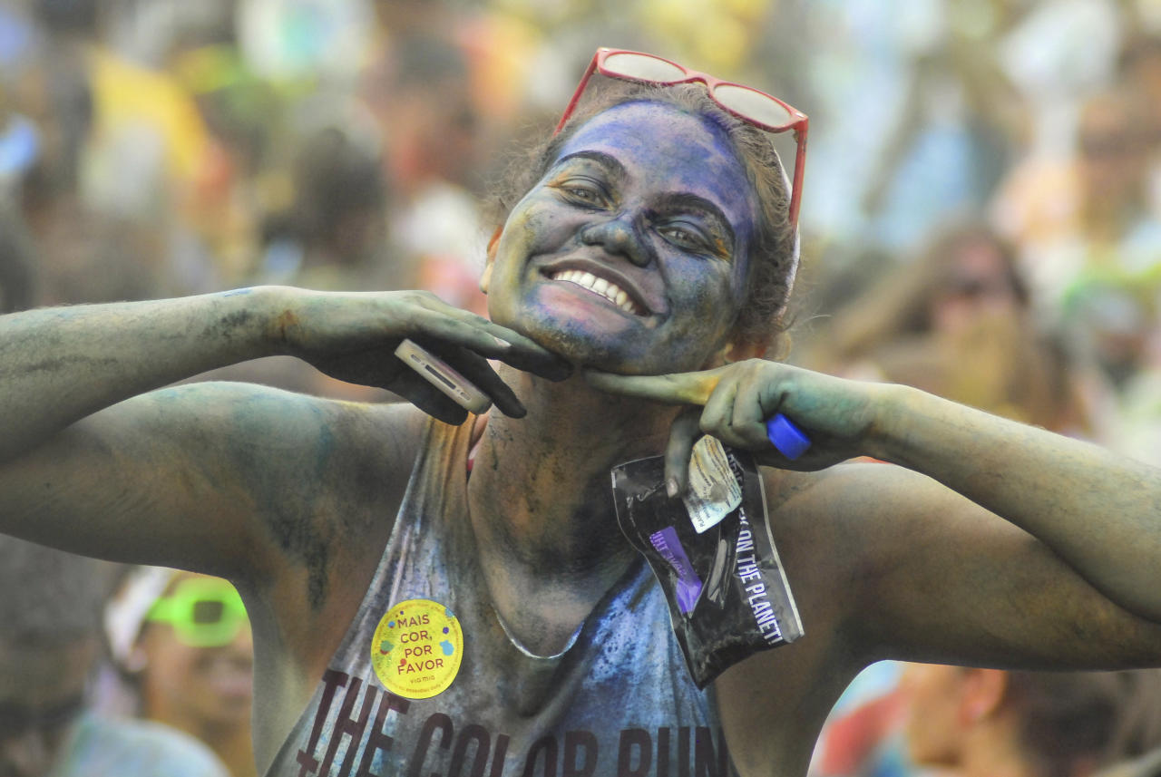 RIO DE JANEIRO, BRAZIL - DECEMBER 16: A woman smiles during The Color Run on December 16, 2012 in Rio de Janeiro, Brazil. (Photo by Ronaldo Brandao/NewsFree/LatinContent/Getty Images)
