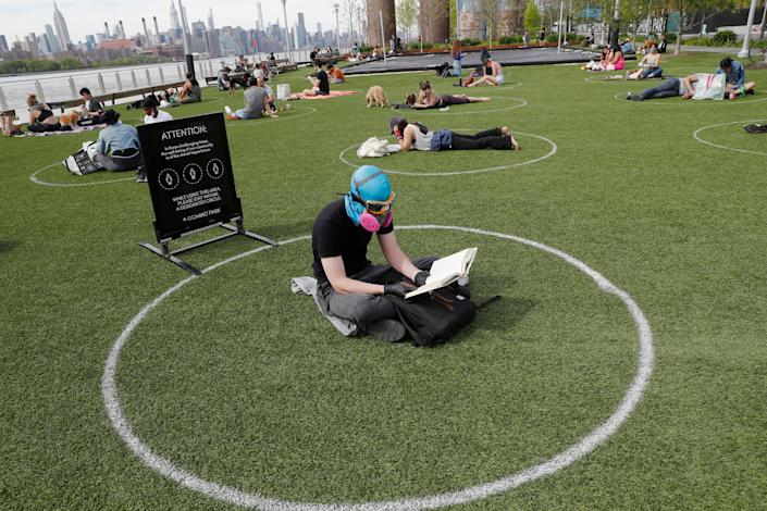 Ridley Goodside wears a rubber diving head covering along with goggles and a special air filtration mask in Domino Park. (Photo: ASSOCIATED PRESS)