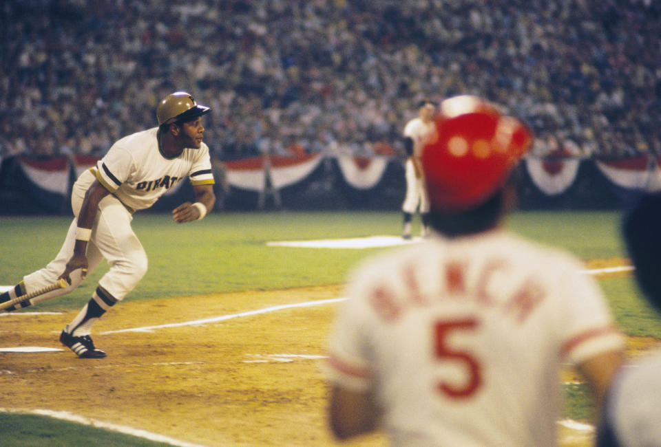 PITTSBURGH - 1970: Willie Stargell #8 of the Pittsburgh Pirates heads for first base against the Cincinnati Reds as Johnny Bench #5 watches the action on home plate at Three Rivers Stadium in Pittsburgh, Pennsylvania circa 1970's. (Photo by Focus on Sport via Getty Images)