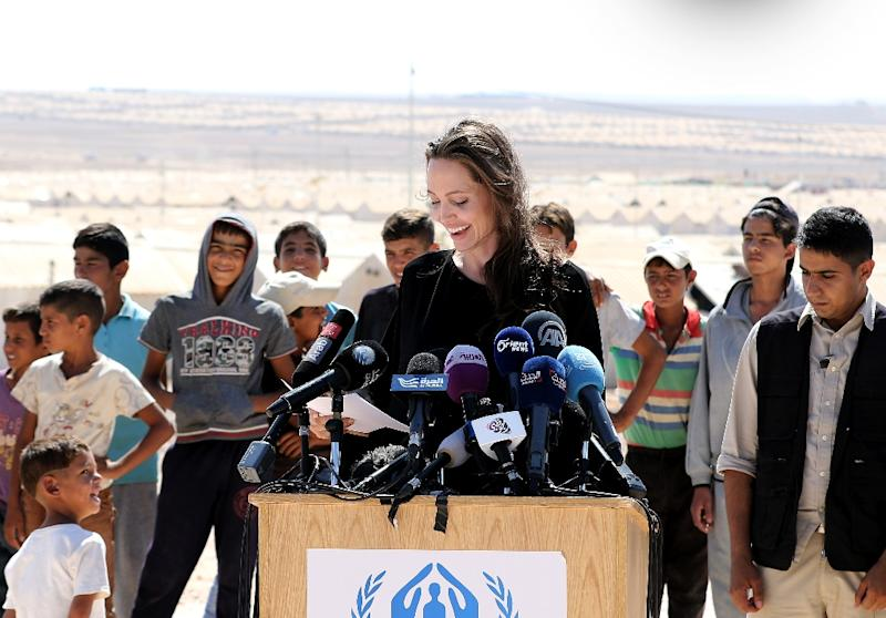 US actress and UNHCR special envoy Angelina Jolie talks during a visit to a Syrian refugee camp in Azraq in northern Jordan, on September 9, 2016 (AFP Photo/Khalil Mazraawi)
