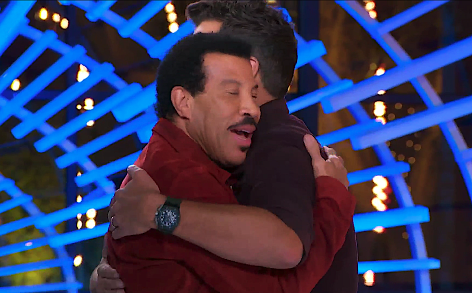 Lionel Richie and Luke Bryan share a moment on 'American Idol.' (Photo: ABC)