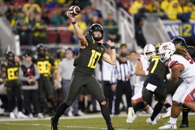 Oregon quarterback Justin Herbert throws a pass against Utah during the first half of the Pac-12 Conference championship NCAA college football game in Santa Clara, Calif., Friday, Dec. 6, 2018. (AP Photo/Tony Avelar)