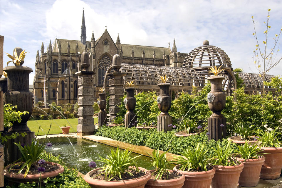 Collector Earl's Garden at Arundel Castle. The formal garden at Arundel has been build as a to Thomas Howard, 14th Earl of Arundel (1585-1646), known as 'The Collector'. (Photo by: Education Images/Universal Images Group via Getty Images)