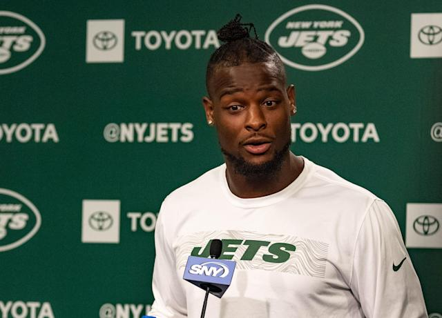 Police say that Le'Veon Bell is down $520,000 in jewelry after inviting two women into his home. (Getty)
