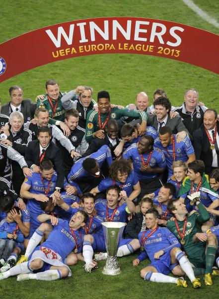 Chelsea players celebrate with the trophy after winning the Europa League final soccer match between Benfica and Chelsea at ArenA stadium in Amsterdam, Netherlands, Wednesday May 15, 2013. Chelsea won 2-1. (AP Photo/Peter Dejong)