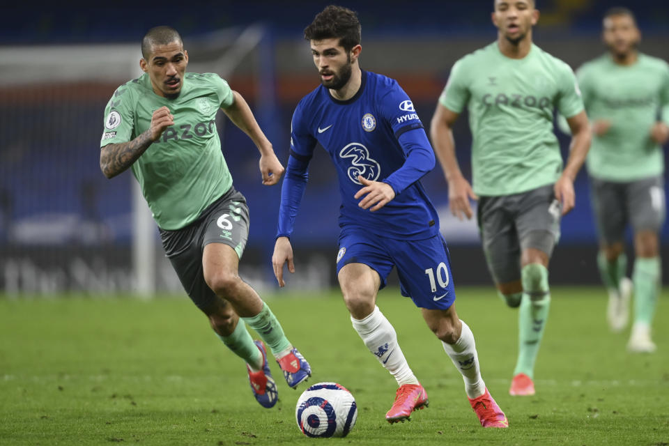 Chelsea's Christian Pulisic, right, is challenged by Everton's Allan during the English Premier League soccer match between Chelsea and Everton at the Stamford Bridge stadium in London, Monday, March 8, 2021. (Mike Hewitt/Pool via AP)