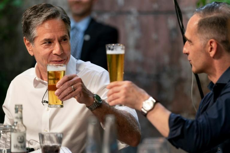 Antony Blinken (left) and German counterpart Heiko Maas find common ground over beer -- a refreshing change from the Trump administration, Maas says