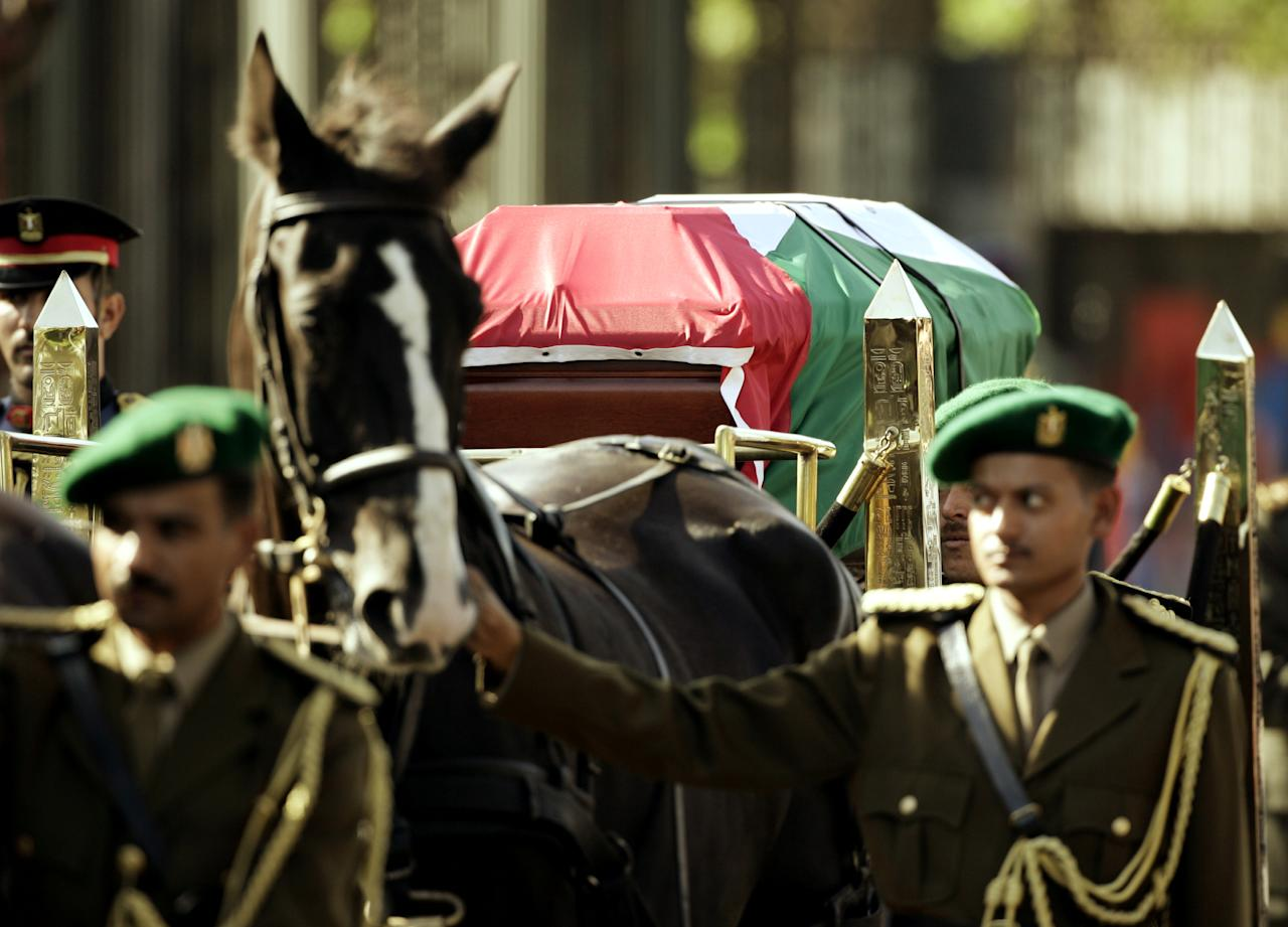 Egyptian military cadets escort the horse-drawn gun carriage carrying the coffin of former Palestinian leader Yasser Arafat during a funeral ceremony in Cairo, November 12, 2004. An official ceremony attended by dignitaries from around the world  took place here before the body was flown to Ramallah for burial.   REUTERS/Jerry Lampen
