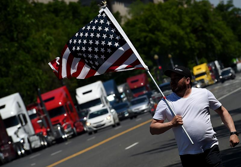 Truckers honk outside White House over shipping rates, not 'in favor of' Trump