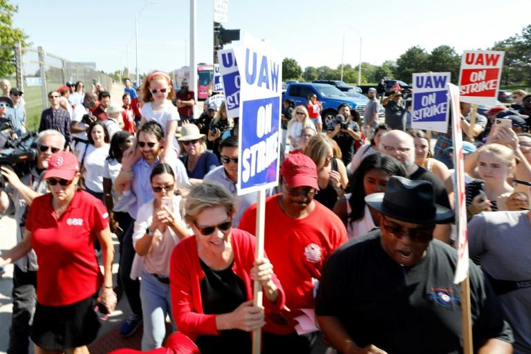 US Senator Elizabeth Warren of Massachusetts was one of several leading Democratic presidential candidates to join General Motors on the picket line during a 40-day strike (AFP Photo/JEFF KOWALSKY)