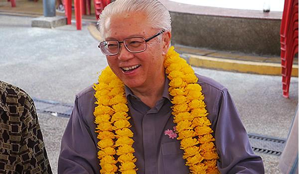 In the afternoon, Dr Tony Tan attended a luncheon organised by the hawkers association at the Redhill food market at Blk 79. (Yahoo! photo/ Faris Mokhtar)