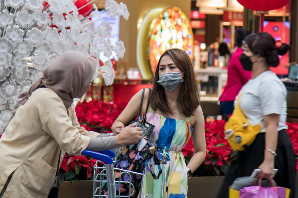 A female traveller seen wearing a face mask at Changi Airport's Terminal 3 transit area on 6 February 2020. (PHOTO: Dhany Osman / Yahoo News Singapore)