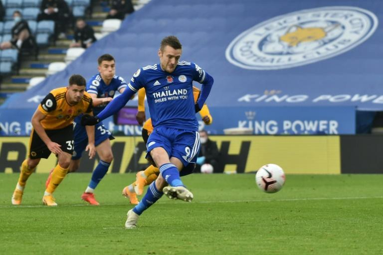 Leicester striker Jamie Vardy scores from the penalty spot