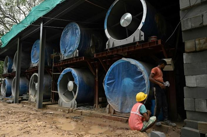 A fresh air tower in Delhi will see forty giant fans push out filtered air across a one square kilometre area