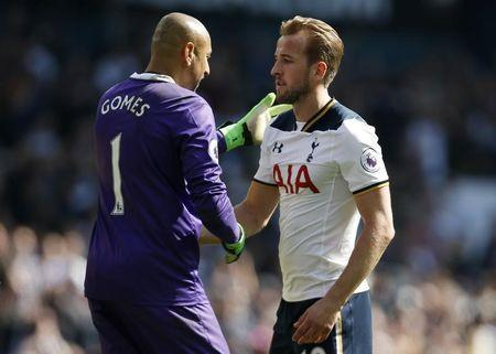 Britain Football Soccer - Tottenham Hotspur v Watford - Premier League - White Hart Lane - 8/4/17 Watford's Heurelho Gomes and Tottenham's Harry Kane embrace at the end of the game Action Images via Reuters / Paul Childs Livepic