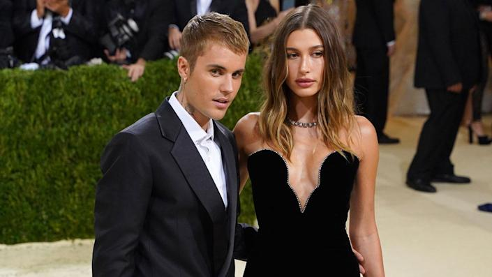 """Justin Bieber and Hailey Bieber attend 2021 Costume Institute Benefit - In America: A Lexicon of Fashion at the Metropolitan Museum of Art on September 13, 2021 in New York City. <span class=""""copyright"""">Photo by Sean Zanni/Patrick McMullan via Getty Images</span>"""