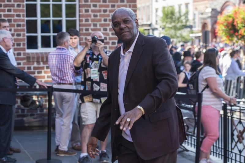 Hall of Fame pitcher Bob Gibson of St. Louis Cardinals dies at 84