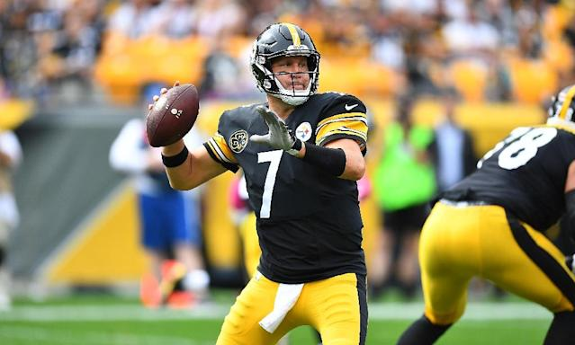 Ben Roethlisberger of the Pittsburgh Steelers drops back to the pass in the first half during their game against the Jacksonville Jaguars, at Heinz Field in Pittsburgh, Pennsylvania, on October 8, 2017 (AFP Photo/Joe Sargent)