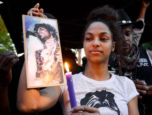 PHOTO: Julya Baer, 30, cries during a candlelight vigil and a celebration of life of deceased musician Prince in Leimert Park, April 21, 2016, in Los Angeles. (Kevork Djansezian/Getty Images)