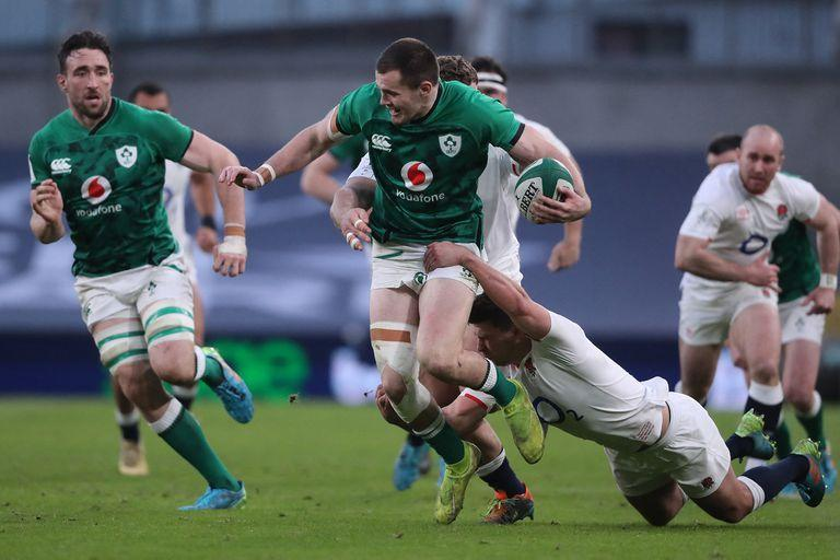 Ireland's wing Jacob Stockdale is tackled by England's scrum-half Ben Youngs (R) during the Six Nations international rugby union match between Ireland and England at the Aviva Stadium in Dublin, on March 20, 2021. (Photo by Niall Carson / POOL / AFP)