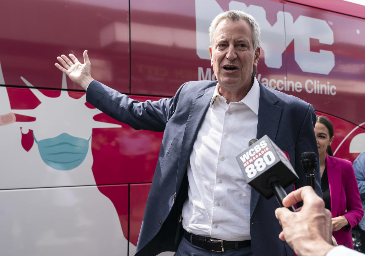 Mayor Mayor Bill de Blasio of NYC, seen at a mobile vaccine unit, has said that the city will not mandate the COVID vaccine for its school students. (Photo: Lev Radin/Pacific Press/LightRocket via Getty Images)