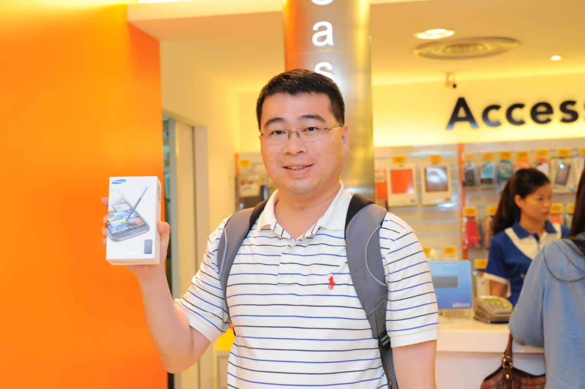 First customer in line at M1 Paragon, Ron, 33, with his new Samsung GALAXY Note II