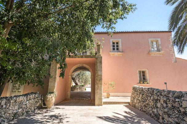 PHOTO: Entrance of Masseria degli Ulivi in Noto. (Oyster.com)