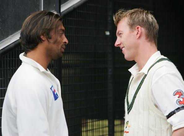 MELBOURNE, AUSTRALIA - DECEMBER 28:  Brett Lee of Australia chats with Shoaib Akhtar of Pakistan as rain delays the start of play on day three of the Second Test between Australia and Pakistan played at the MCG on December 28, 2004 in Melbourne, Australia.  (Photo by Hamish Blair/Getty Images)