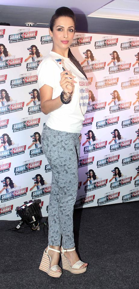 Malaika's working her printed tapered pants and wedge heels to perfection here!