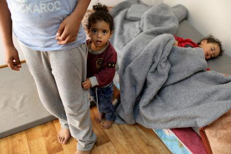 FILE PHOTO: Libyan displaced children, who fled their house because of the fighting between the Eastern forces commanded by Khalifa Haftar and the internationally recognised government, are seen at an industrial complex which is used as a shelter, in Tripoli, Libya April 16, 2019. REUTERS/Ahmed Jadallah