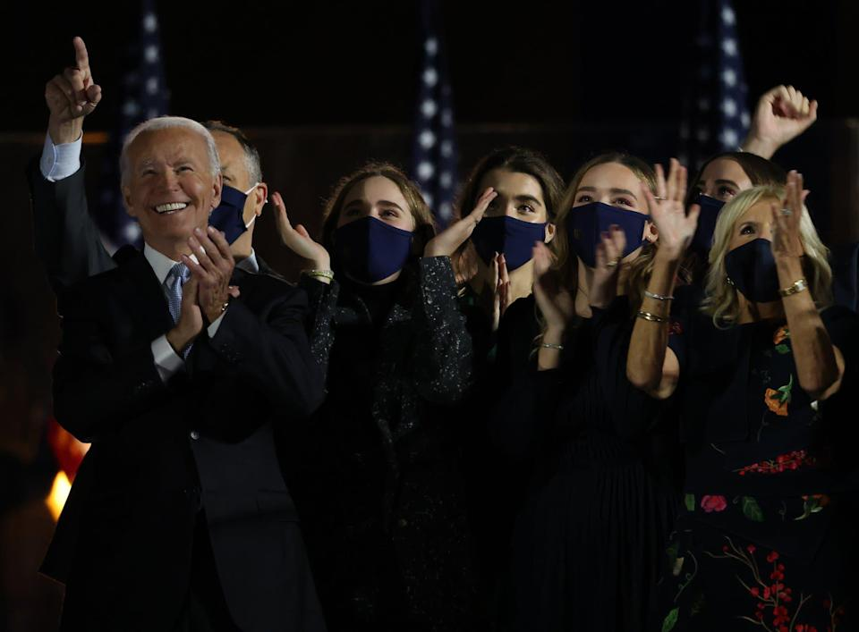 Joe Biden entouré de sa famille, le 7 novembre 2020. - WIN MCNAMEE / GETTY IMAGES NORTH AMERICA - Getty Images via AFP