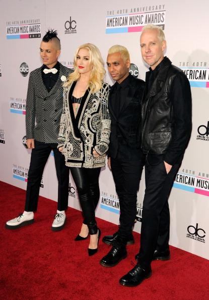 No Doubt arrives on the 2012 American Music Awards red carpet.