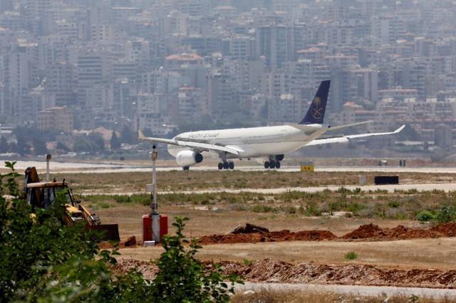 FILE PHOTO: FILE PHOTO: A Saudia plane lands at Rafik al-Hariri airport in Beirut